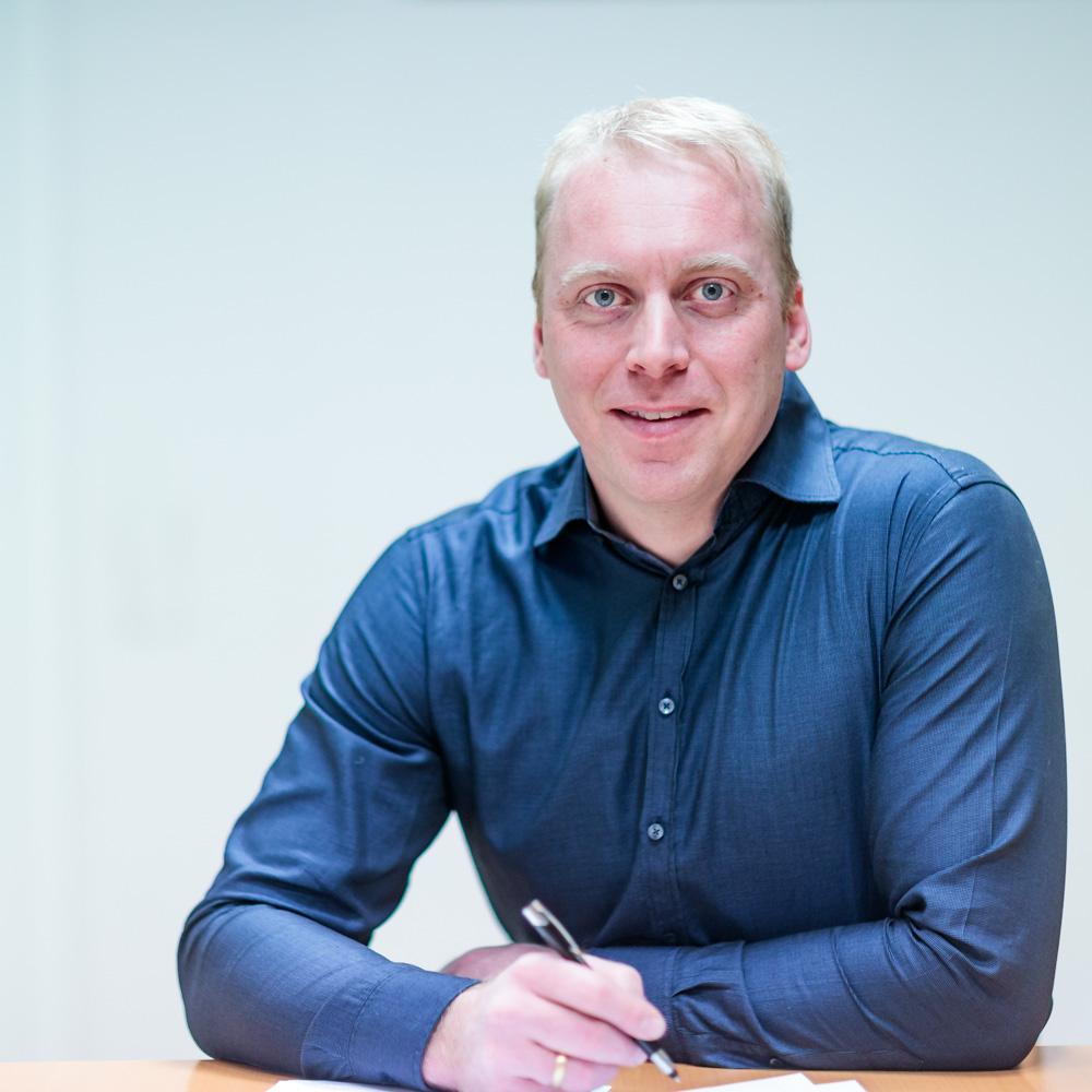Bernhard Schröer jun Dipl. Ing. Holztechnik (BA) B.A. (FH) Innenarchitektur